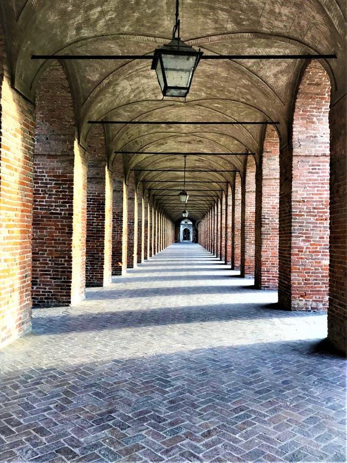 Degli Antichi de puits ou couloir grand dans la ville de Sabbioneta, Italie photos stock