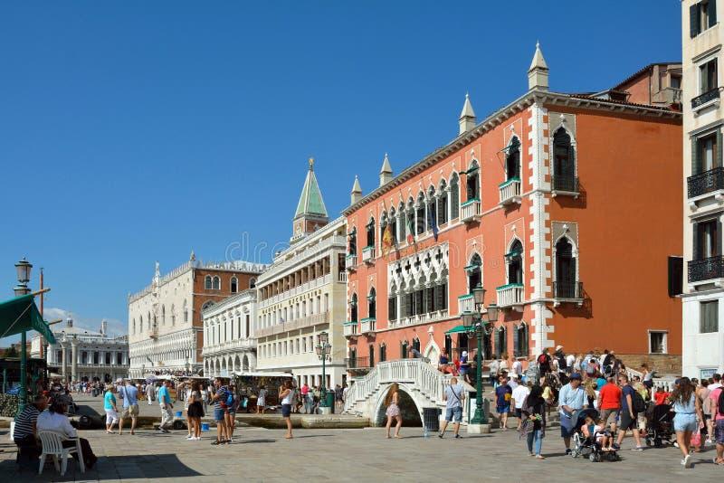 Degli Schiavoni de Riva da margem em Veneza - It?lia imagens de stock royalty free