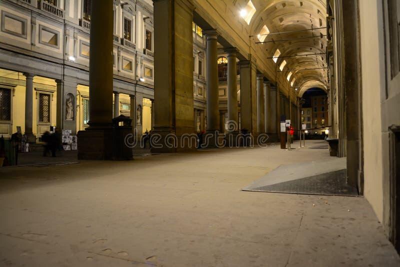 Degli Uffizi Galleria τή νύχτα στοκ εικόνες
