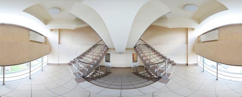 360 degrés sphériques de la projection de panorama, panorama dans le couloir vide intérieur avec un vol de doubles escaliers photo stock