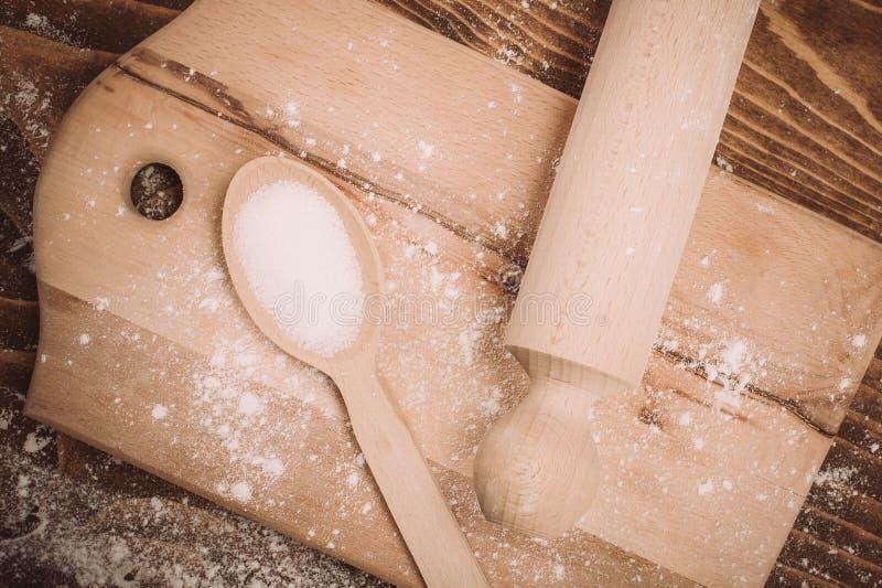 Degreceptingredienser på det lantliga wood köksbordet för tappning royaltyfri fotografi