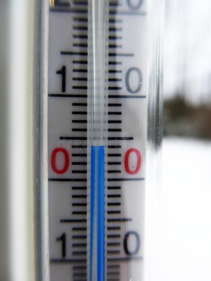 4 degrees celsius. Thermometer showing 4 degrees celsius stock photography