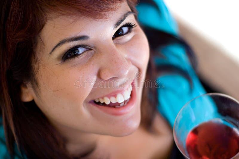 Degustatore felice del vino immagine stock