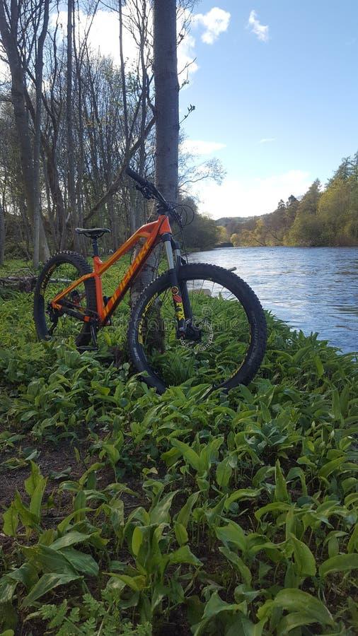 Dehors mondraker de vélo photographie stock