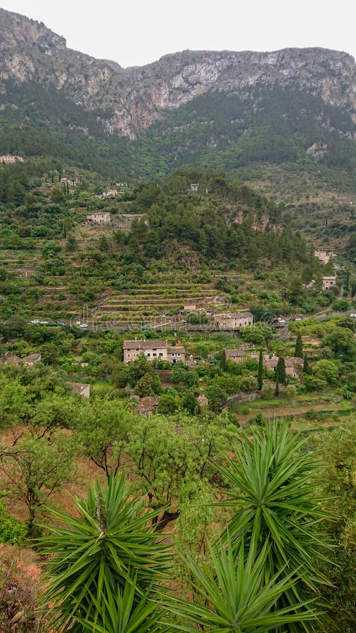 Deià stad i den Mallorca ön, Spanien royaltyfria bilder