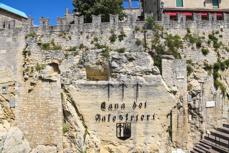 Dei cave Balestrieri - extrayez les arbalétriers au Saint-Marin photographie stock