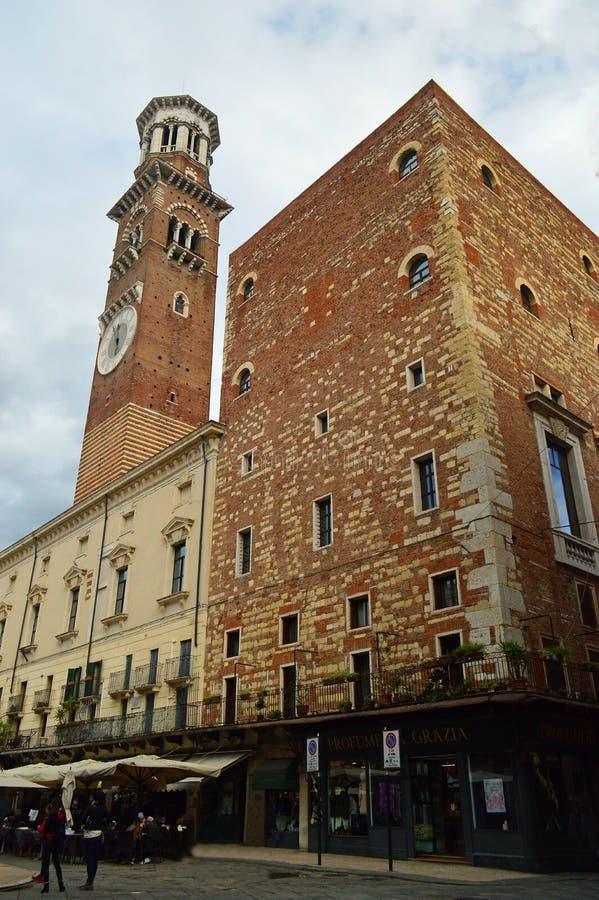 Dei Lamberti van Torre Piazza delle Erbe Verona Italy royalty-vrije stock afbeelding