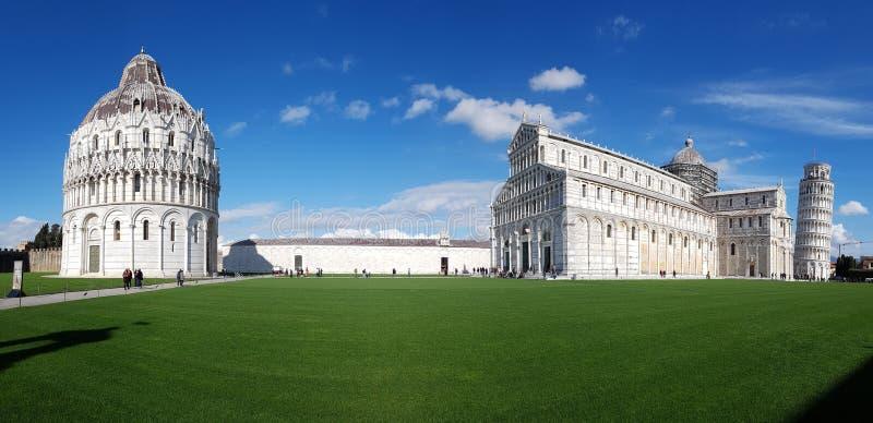 Dei Miracoli аркады, небо, ориентир ориентир, представительный дом, дневное время стоковая фотография rf