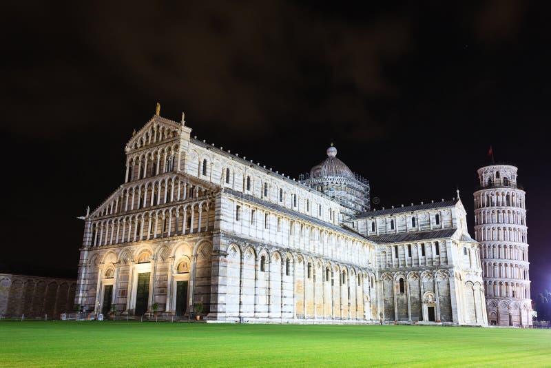 Dei Miracoli da pra?a com a torre inclinada de Pisa, It?lia imagens de stock