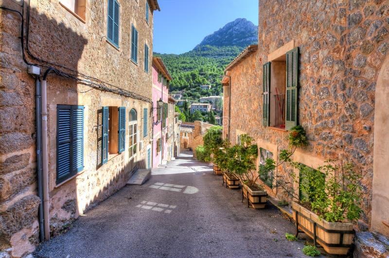 Deia街道,山的小村庄,马略卡,西班牙 免版税库存照片