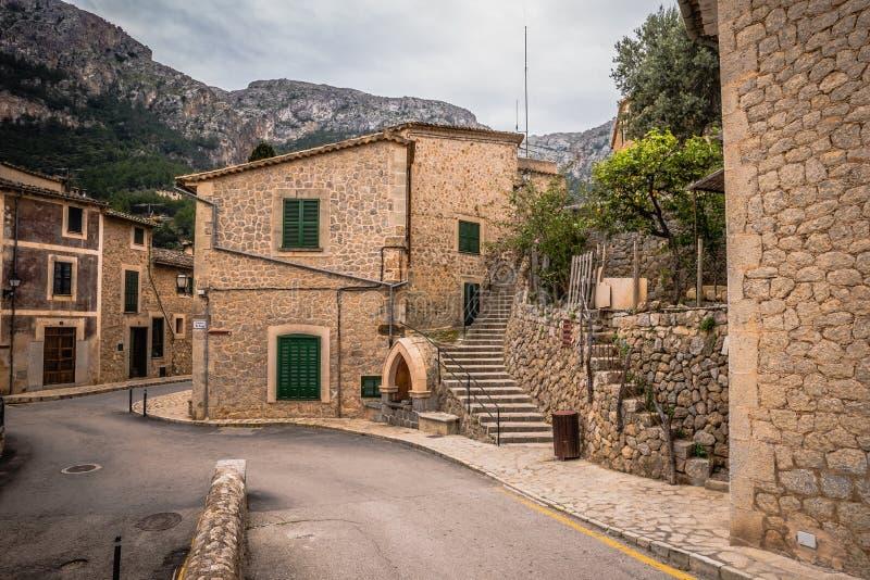 Deia - gammal by i berget av Mallorca, Spanien - Europa royaltyfri fotografi