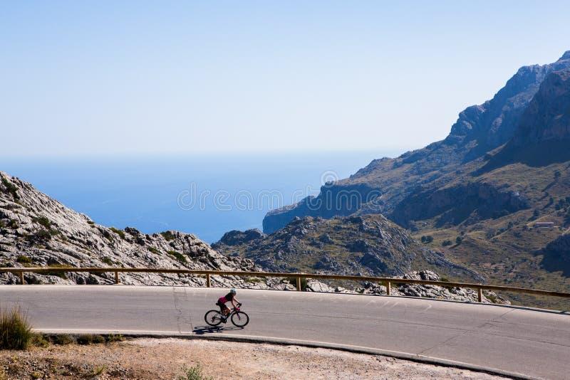 Deia traditionell stenby i det Majorca Tramuntana berget Balearic Spanien Härlig by i Mallorca Deia royaltyfria foton