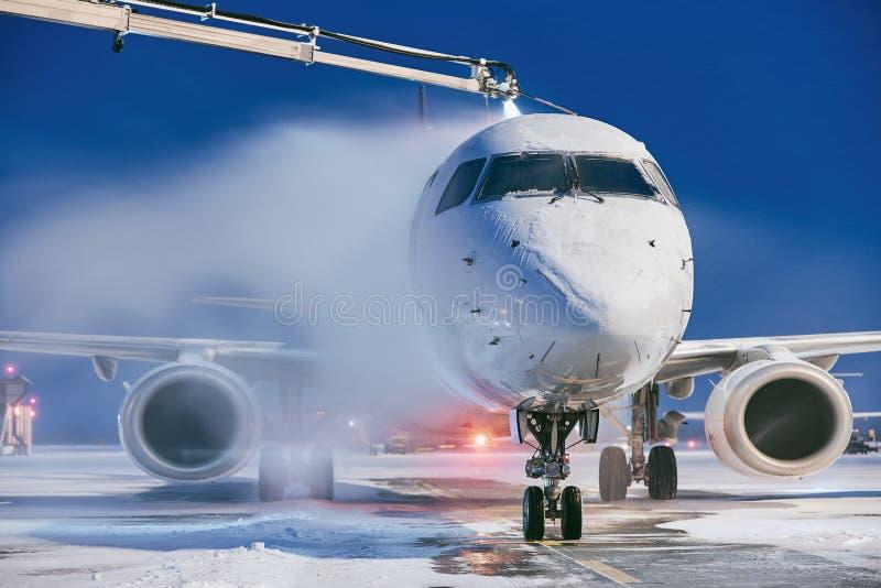 Deicing самолета стоковые фотографии rf