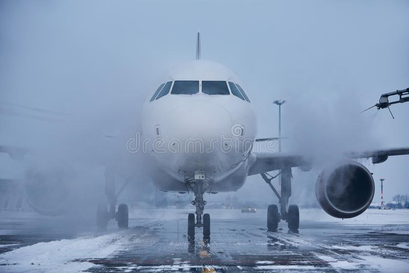 Deicing самолета стоковое изображение