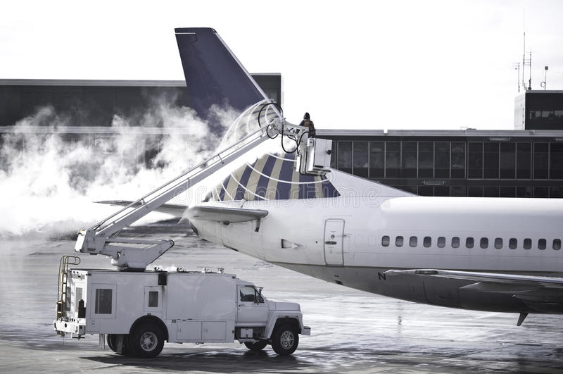 Download Deicing Editorial Photo - Image: 9454231