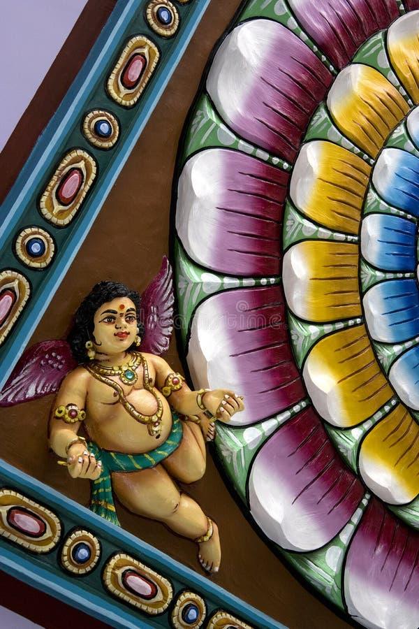 Deidad hindú tallada en techo fotos de archivo