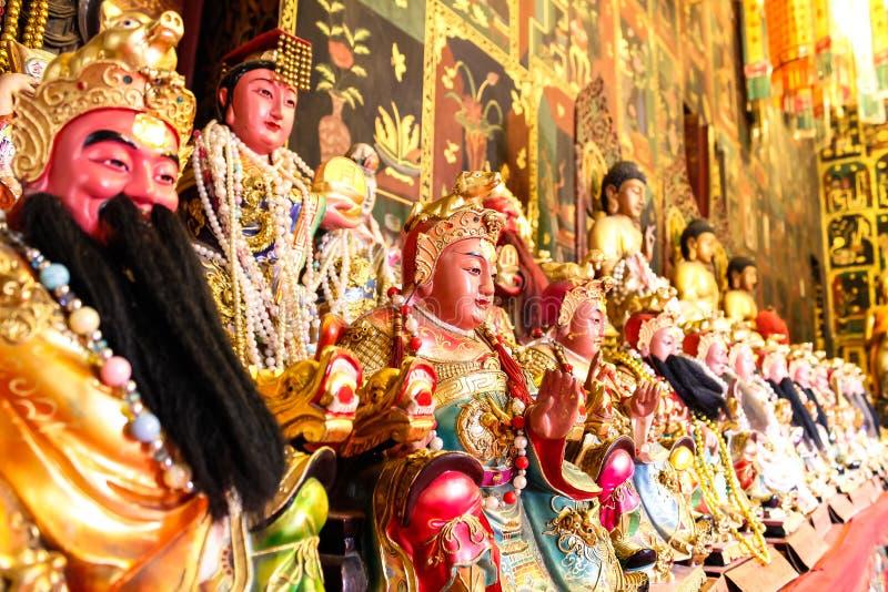 Deidade chinesa no templo imagem de stock