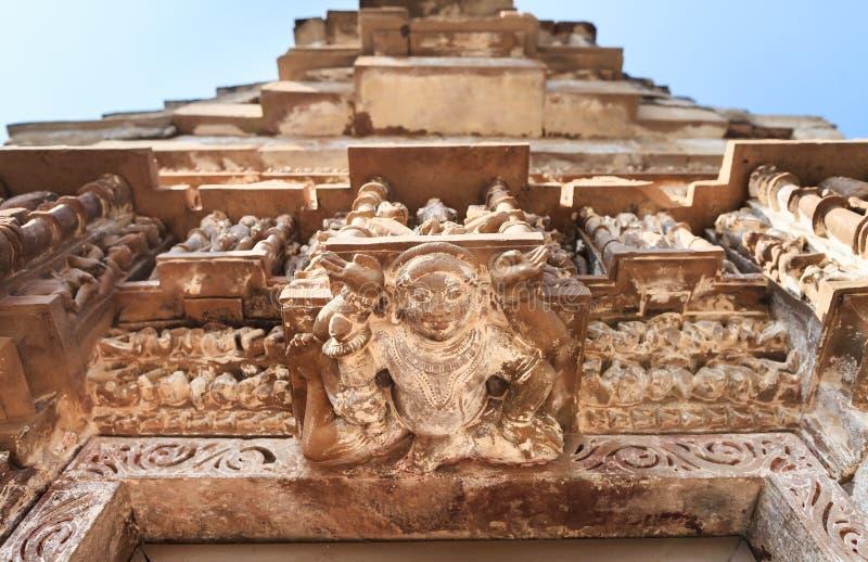 Deidade de Fourhands no complexo do templo de Khajuraho fotos de stock royalty free