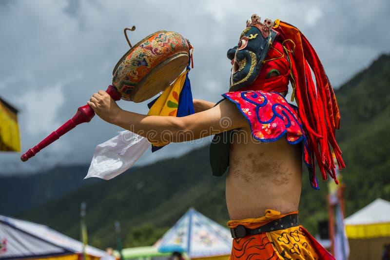 Deidade do protetor do budismo que rufa e que dança, dança da máscara do homem poderoso, Butão fotografia de stock royalty free