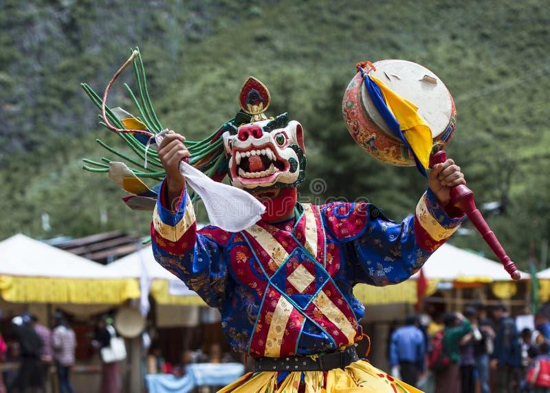 Deidade principal do leão da neve que joga o cilindro, dança butanesa da máscara do homem poderoso, Butão fotos de stock