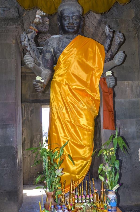 Deity het standbeeld van Vishnu in Angkor Wat stock foto