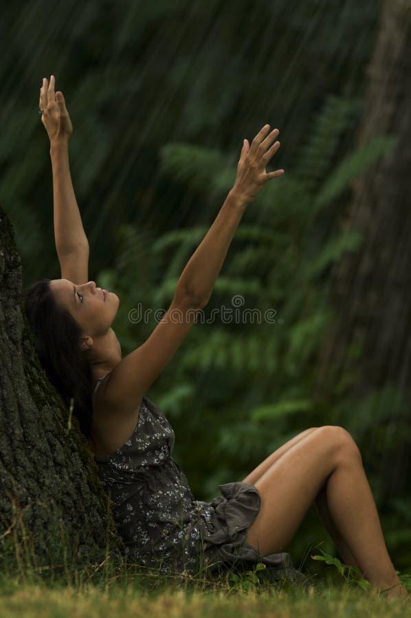 Deixais lhe para chover! imagens de stock royalty free