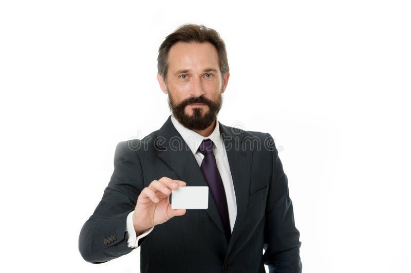Deixe-me introduzir-se Sinta livre contactar-me Cartão branco vazio plástico da posse do homem de negócios O homem de negócios le fotografia de stock royalty free