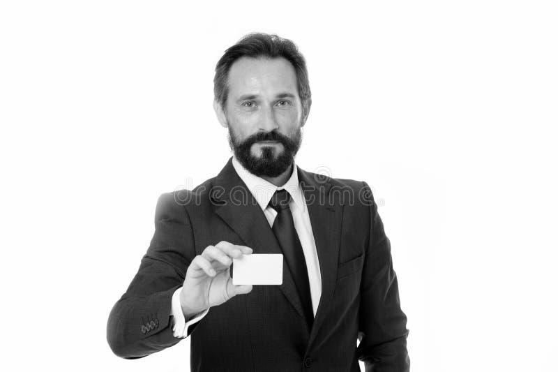 Deixe-me introduzir-se Sinta livre contactar-me Cartão branco vazio plástico da posse do homem de negócios O homem de negócios le imagem de stock royalty free