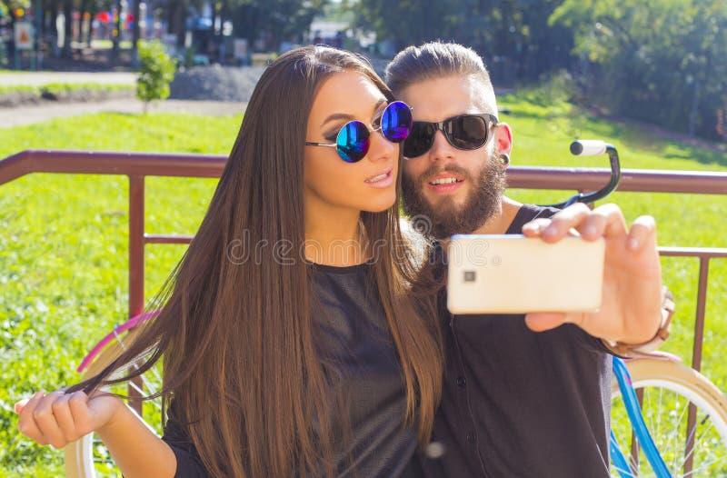 Deixe-me primeiramente tomar um selfie foto de stock royalty free