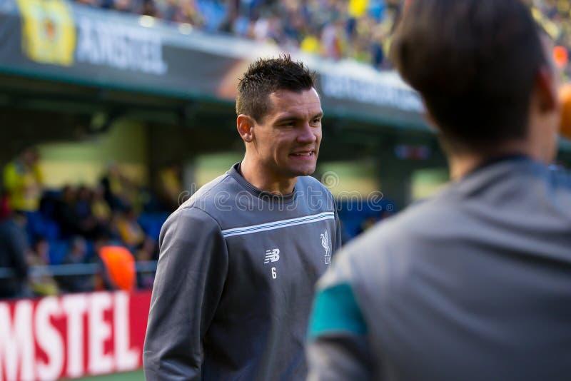 Dejan Lovren calienta antes del partido de semifinal de la liga del Europa entre el Villarreal CF y Liverpool FC imagen de archivo