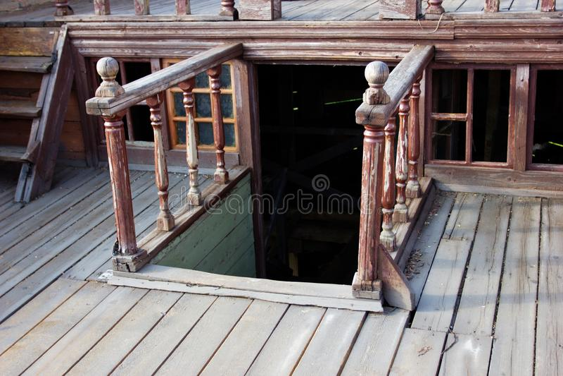 Dek op een oud schip stock fotografie
