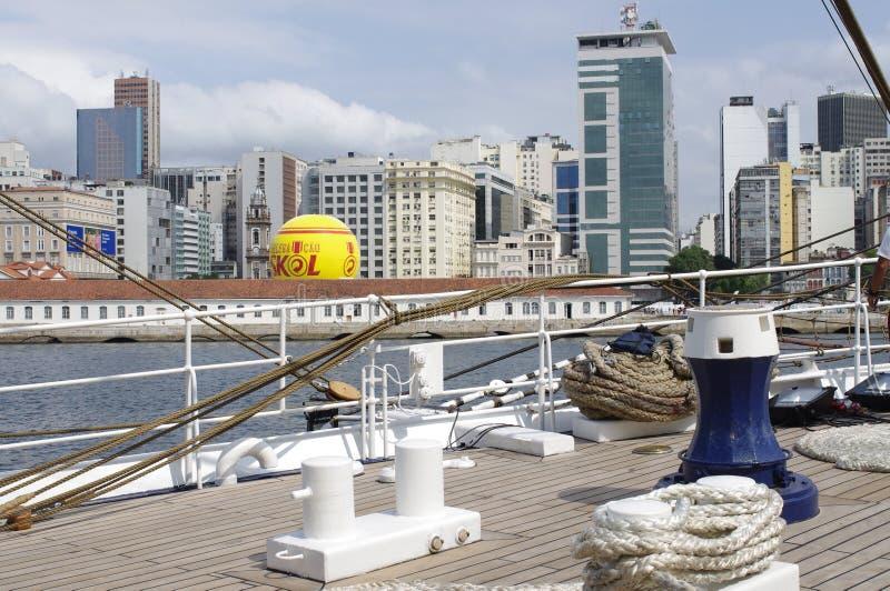Dek van lang schip van de Braziliaanse Marine stock foto's