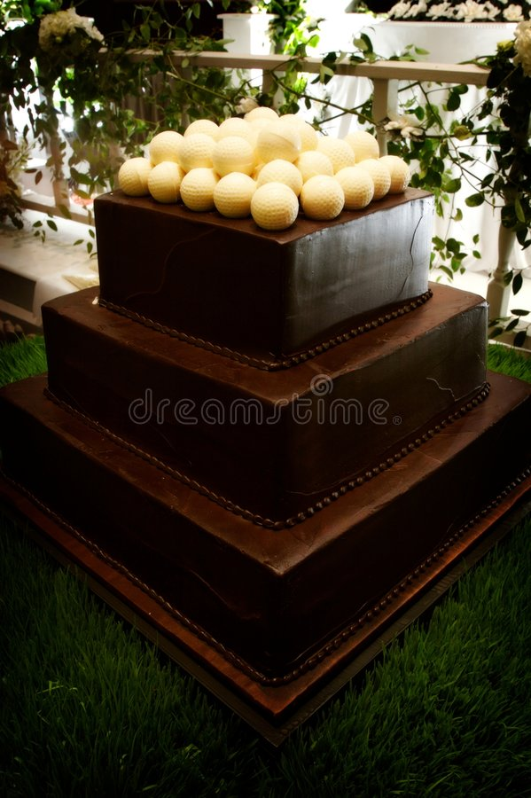 dekadent brudgum s för cakechoklad arkivfoton