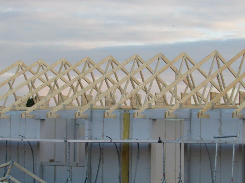 Dekarstwo budowa Dachowa struktura Drewniana Dachowa Ramowego domu budowa fotografia stock