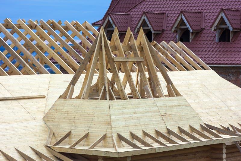 Dekarstwo budowa Drewniana Dachowa Ramowego domu budowa obrazy royalty free