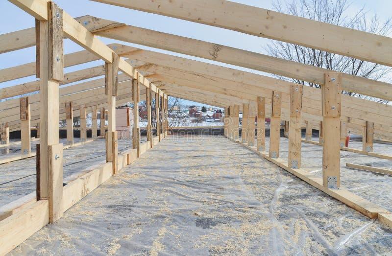 Dekarstwo budowa Drewniana Dachowa Ramowego domu budowa fotografia stock