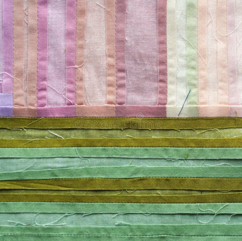 Dekbed in groene en roze tonen royalty-vrije stock foto