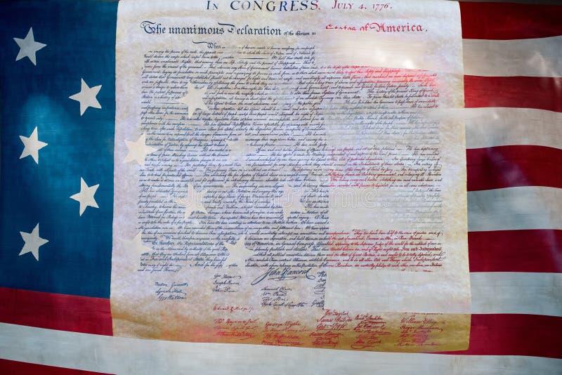 Deklaracja niepodległości 4th 1776 na usa flaga Lipiec obraz stock