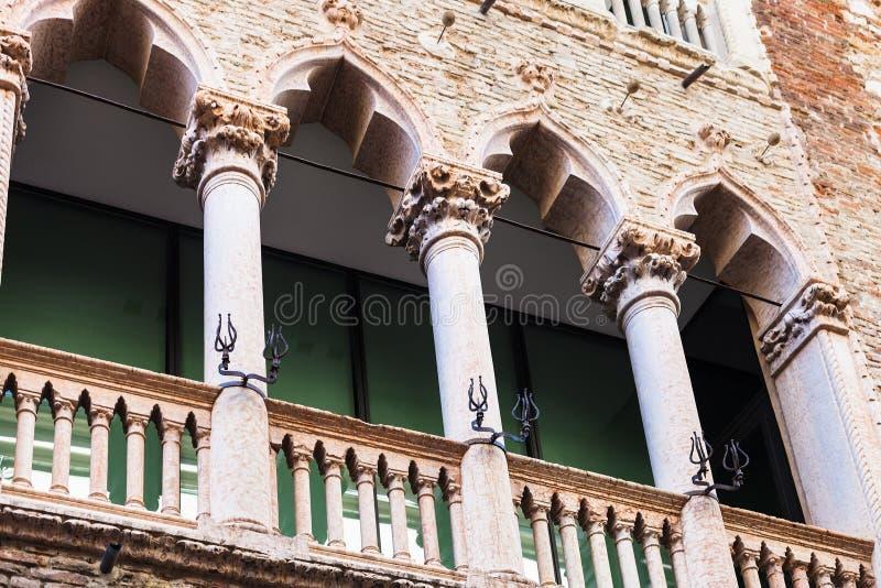 Dekor av den medeltida palazzoen i Vicenza arkivbilder