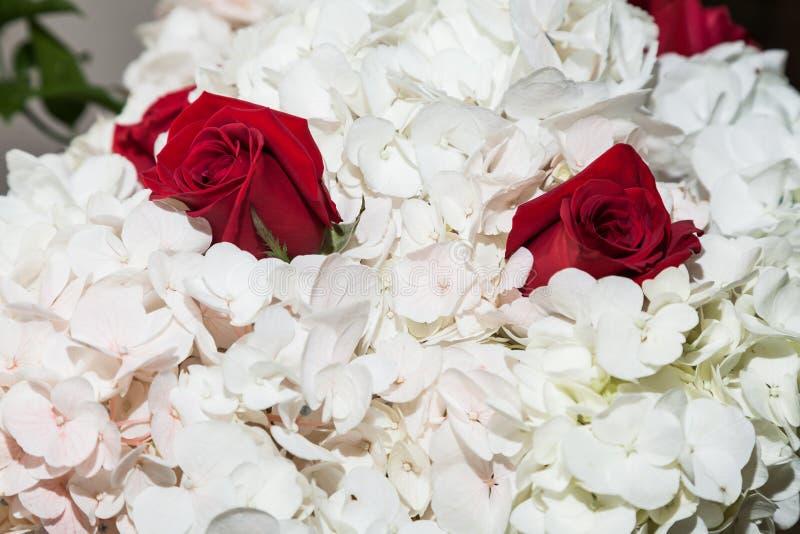Dekor; Blumenanordnung für gesellschaftliches Ereignis - Hochzeit stockfotos