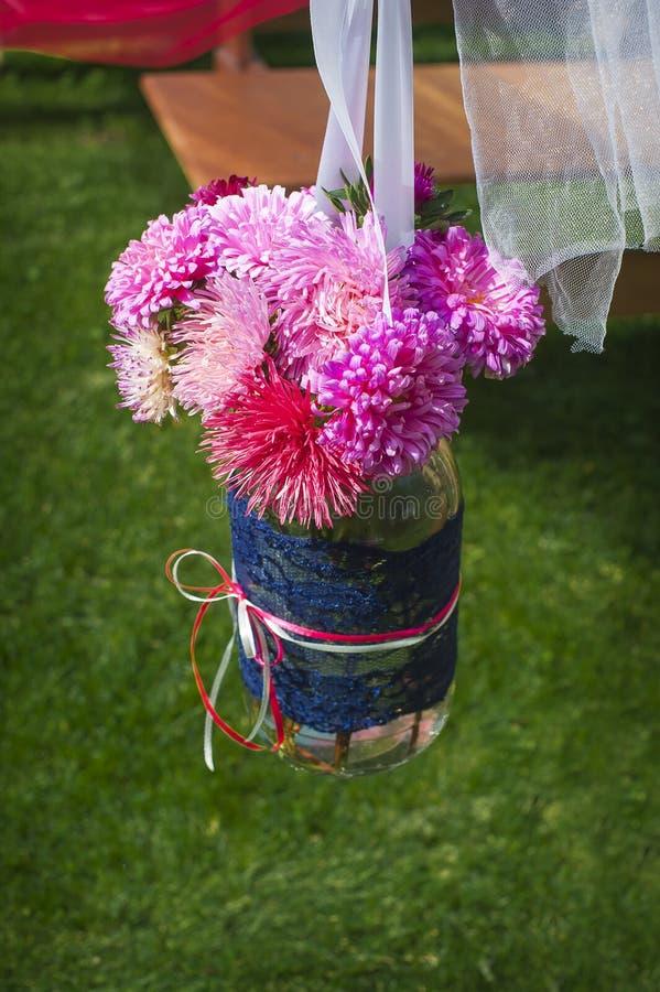 Dekor som gifta sig blomsterhandlaren, pioner i banken arkivbilder