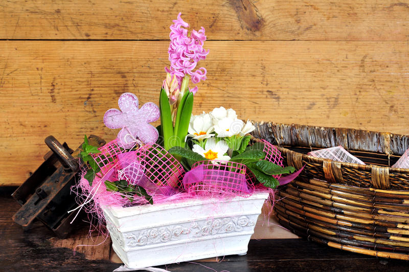 dekoraci kwiatów domu stół obrazy stock
