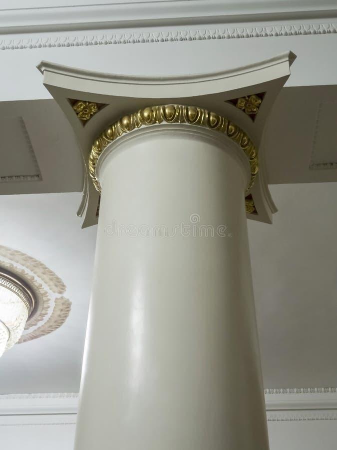 Dekoracja górna część kolumna w operze obraz stock