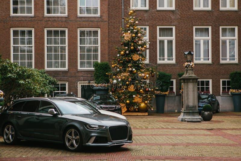 Dekoracja nowego roku drzewo Święta oblewania Szczęśliwy wydarzenie, wakacje zdjęcia stock