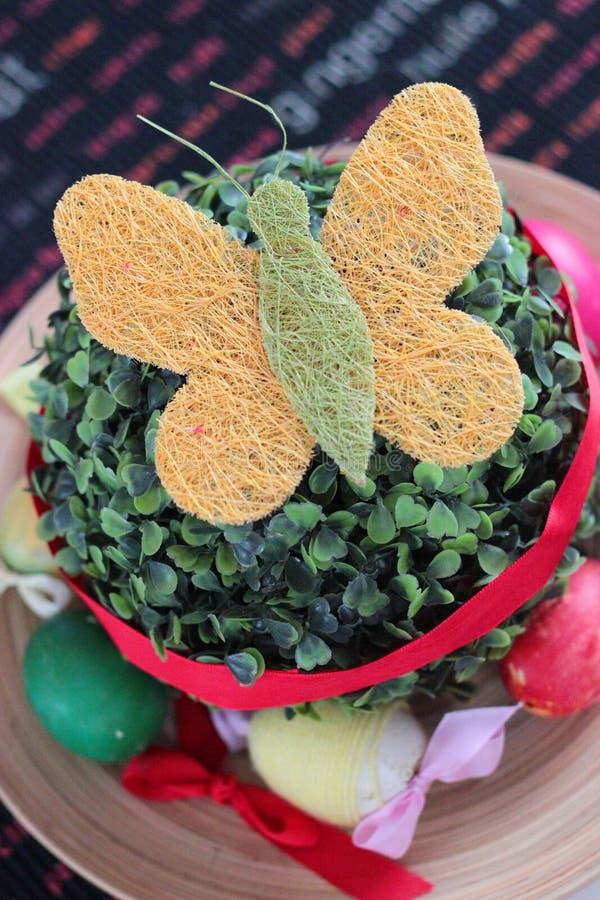 Download Dekoracje Easter zdjęcie stock. Obraz złożonej z dekoracje - 25011318