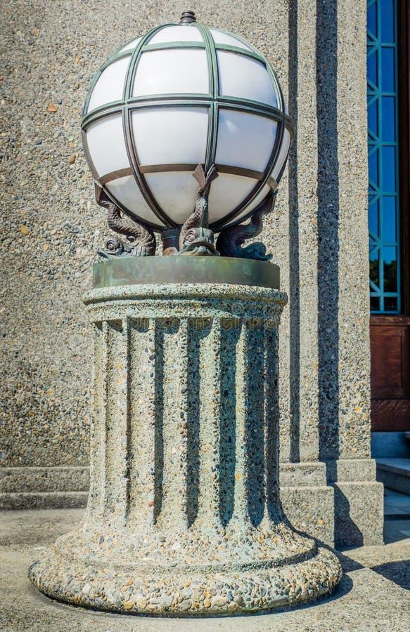 Dekoracyjna Żelazna kuli ziemskiej lampa zdjęcie stock