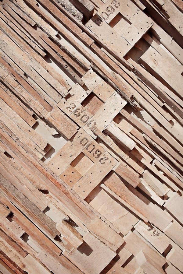 Dekoracyjna natura w pochylonym wzoru kawałku starego brązu drewniana tekstura z liczbą na ściennym tle obraz royalty free