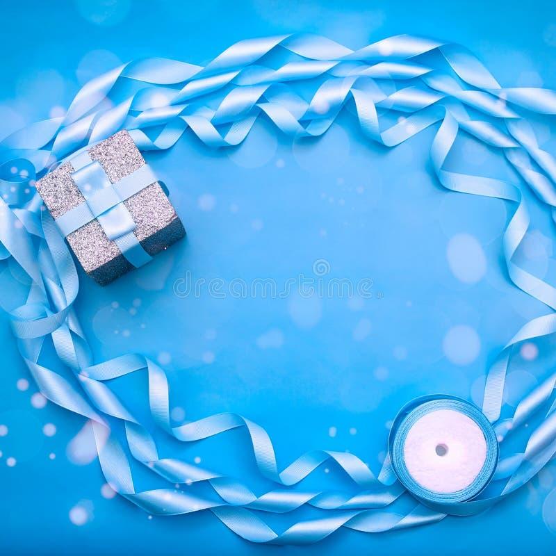 Dekoracyjna rama atłasowy faborek jest błękitna fotografia stock