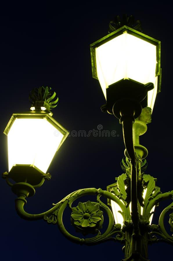 Download Dekoracyjna Zaświecająca Latarnia Zdjęcie Stock - Obraz złożonej z zmrok, pocztówka: 28955700