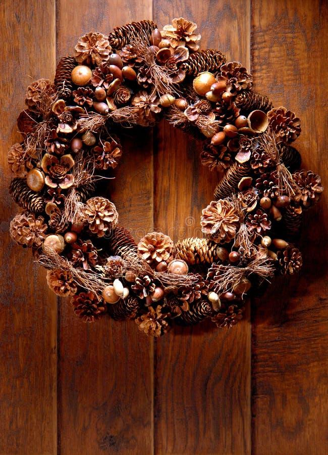 dekoracyjnego drzwiowego żniwa domu stary drewniany wianek fotografia stock